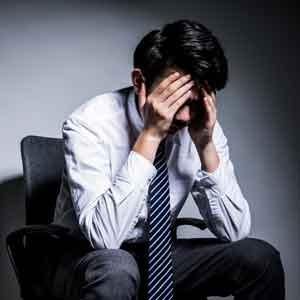在职场中,变成了一个不受别人欢迎的人该怎么办?